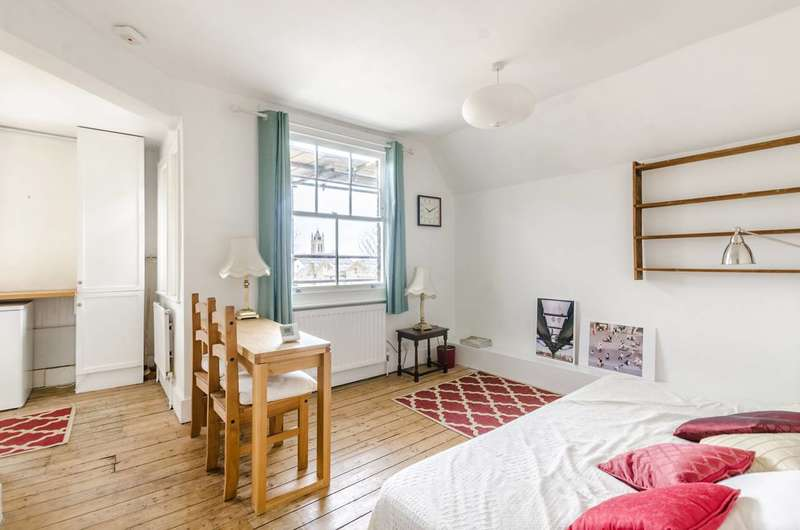 2 Bedrooms Flat for sale in Brixton, Brixton Hill, SW2