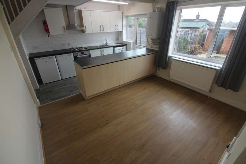 3 Bedrooms Terraced House for rent in Winchester Road, Reading RG2