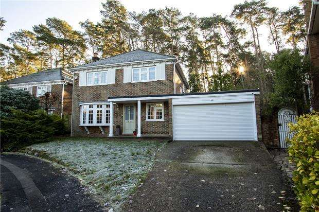 4 Bedrooms Detached House for sale in Grantley Drive, Fleet, Hampshire