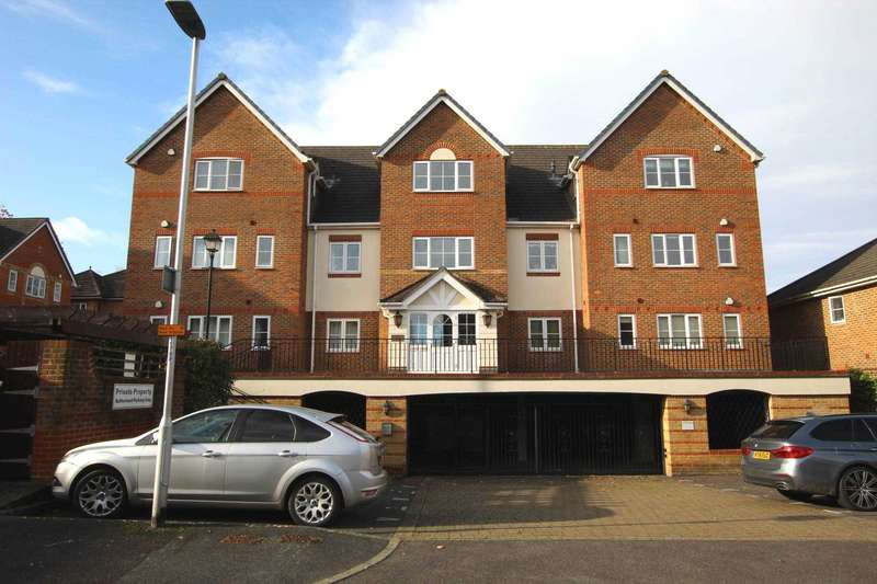 3 Bedrooms Apartment Flat for sale in Tamesis Place, Caversham, Reading