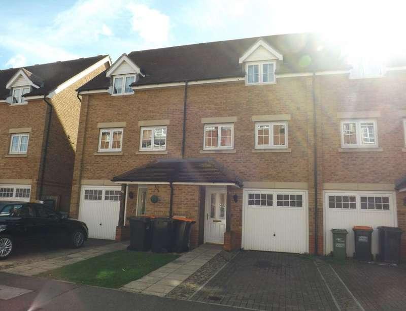 3 Bedrooms Property for rent in Watling Gardens, Dunstable, LU6