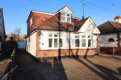 3 Bedrooms Detached House for sale in Leigh On Sea, Essex