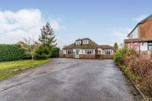 4 Bedrooms Bungalow for sale in London Road, Newington, Sittingbourne, Kent