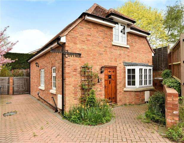 2 Bedrooms Detached House for sale in Old Mead, Chalfont St. Peter, Gerrards Cross