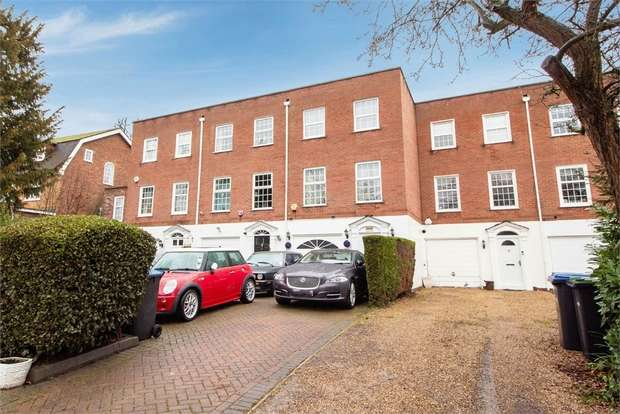 3 Bedrooms Terraced House for sale in Private Road, Enfield, Greater London