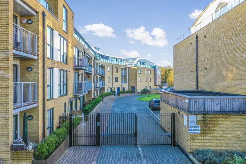 1 Bedroom Flat for sale in Smeaton Court, Hertford