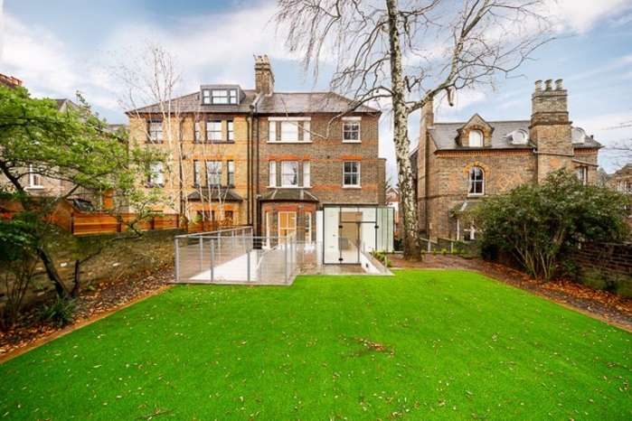 4 Bedrooms Flat for sale in Lyndhurst Road, Hampstead, London, NW3