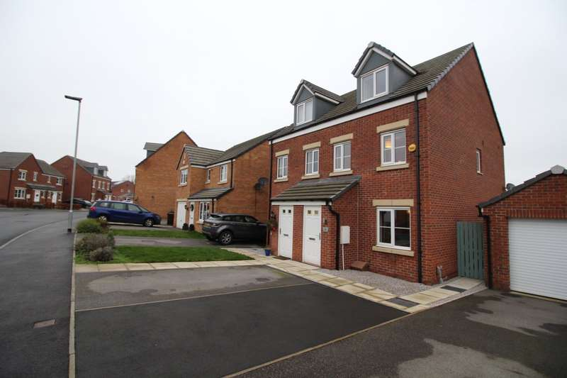3 Bedrooms Semi Detached House for sale in Marsden Avenue, Ossett, West Yorkshire, WF5