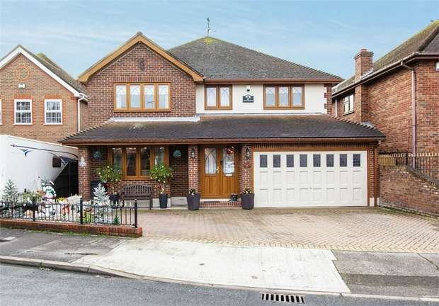 5 Bedrooms Detached House for sale in Castle View Road, Canvey Island, Essex