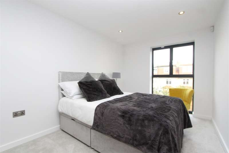 3 Bedrooms Detached House for sale in Yewtree Close, Muswell Hill Borders, London