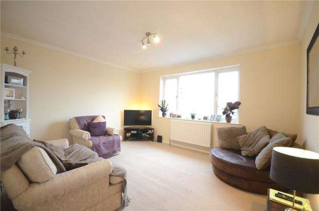 2 Bedrooms Maisonette Flat for sale in North Lane, Aldershot, Hampshire
