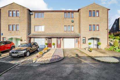 3 Bedrooms Terraced House for sale in Long Meadow, Colne, Lancashire, BB8