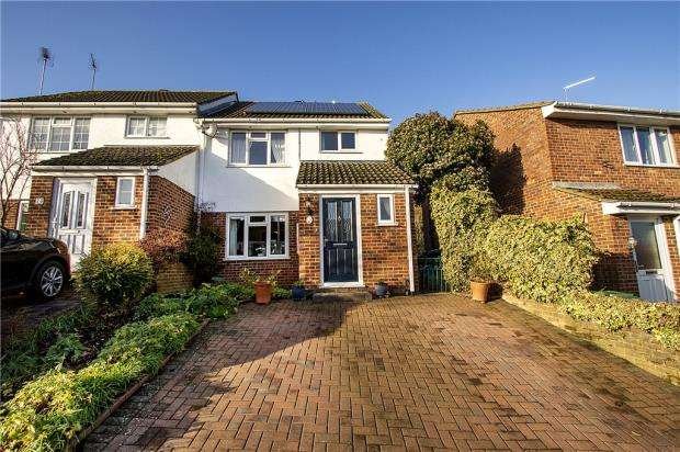 3 Bedrooms Semi Detached House for sale in Wordsworth Avenue, Yateley, Hampshire