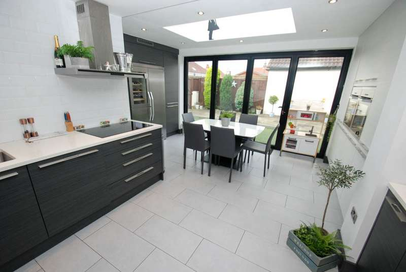 4 Bedrooms Bungalow for sale in Southfield Road, South Shields