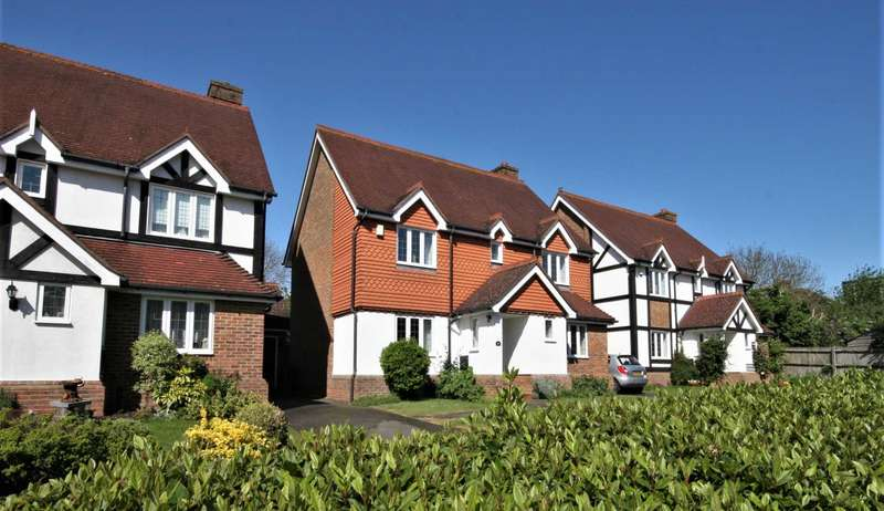 4 Bedrooms Detached House for sale in Greenfield Drive, Bromley