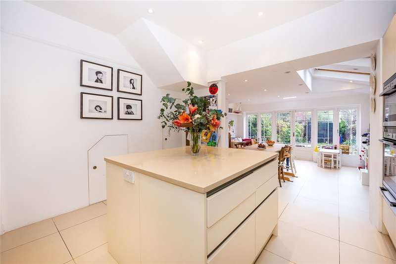 4 Bedrooms Semi Detached House for sale in Mantilla Road, London, SW17