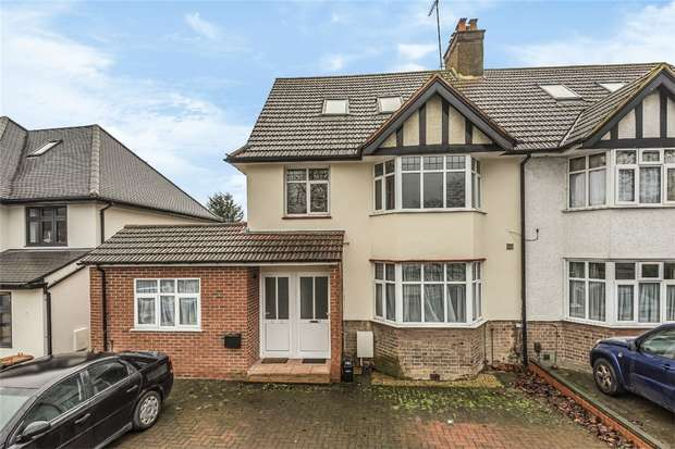 3 Bedrooms Flat for sale in Whitchurch Lane, Edgware