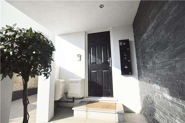 1 Bedroom Flat for sale in St Johns Hill, Sevenoaks, Kent, TN13 3PE