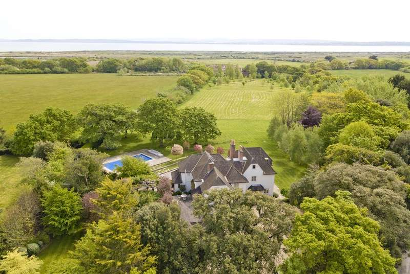 7 Bedrooms Detached House for sale in Chequers Green, Lymington, Hampshire