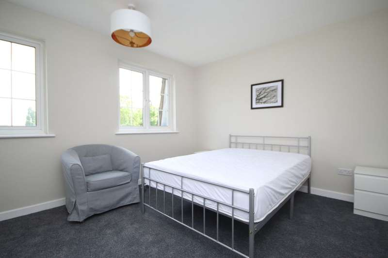 House Share for rent in Regency Close, Chigwell, IG7