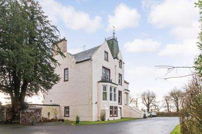 2 Bedrooms Flat for sale in Lochridge House, Stewarton