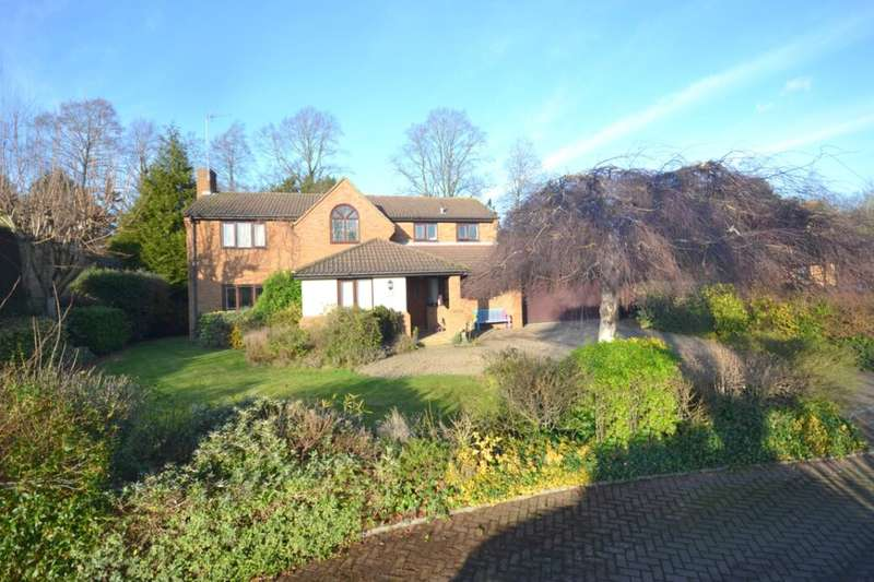 4 Bedrooms Detached House for sale in Rowlandson Close, Weston Favell, Northampton, NN3