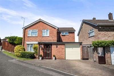 4 Bedrooms House for rent in West Hill, Dunstable, LU6 3PW