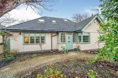 3 Bedrooms Bungalow for sale in Fairways, Crosby, Liverpool, Merseyside, L23