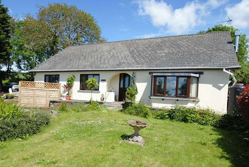 5 Bedrooms Detached Bungalow for sale in 1 Church Road, Martletwy