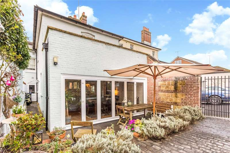 2 Bedrooms Terraced House for sale in Phoenix Lodge, River Street, Pewsey, Wiltshire, SN9