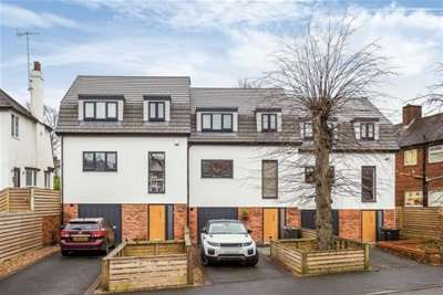 3 Bedrooms Town House for rent in Thackerays Lane, Woodthorpe, NG5 4JD