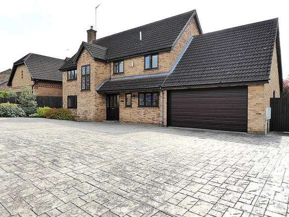 4 Bedrooms Property for rent in Hunsbury Close, West Hunsbury, Northampton, NN4