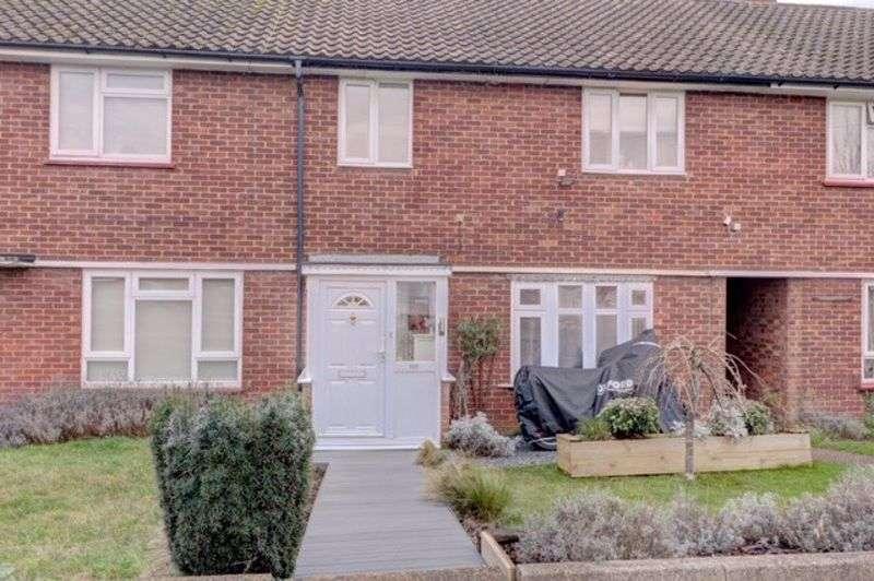 3 Bedrooms Property for sale in Tudor Way, Hertford