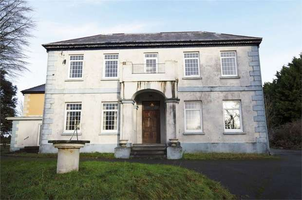 4 Bedrooms Semi Detached House for sale in House, Laugharne, Carmarthen
