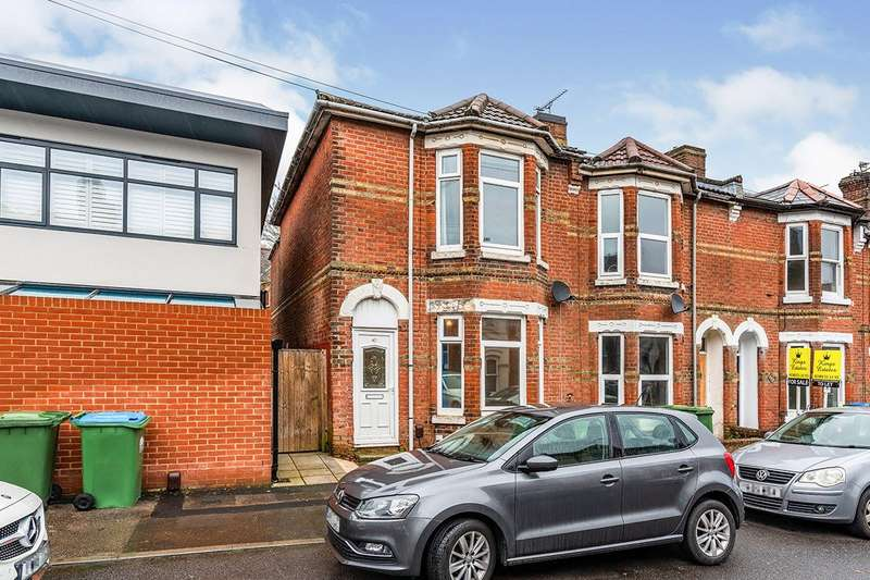 4 Bedrooms Semi Detached House for sale in Livingstone Road, Southampton, Hampshire, SO14