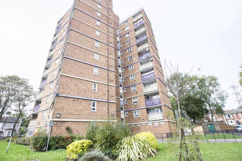 2 Bedrooms Flat for sale in Grantham Road, Manor Park, E12