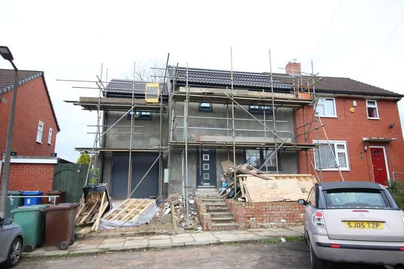 4 Bedrooms Semi Detached House for sale in Thorn View, Bury, BL9