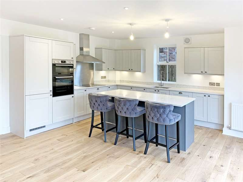 5 Bedrooms Detached House for sale in The Green, Pickhill, Thirsk, North Yorkshire, YO7