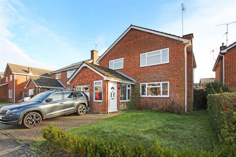 4 Bedrooms Detached House for rent in Wheelwright Lane, Burgess Hill