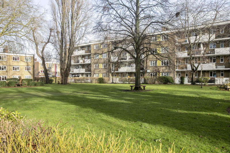 3 Bedrooms Apartment Flat for sale in Falcon Court, Elmworth Grove, London