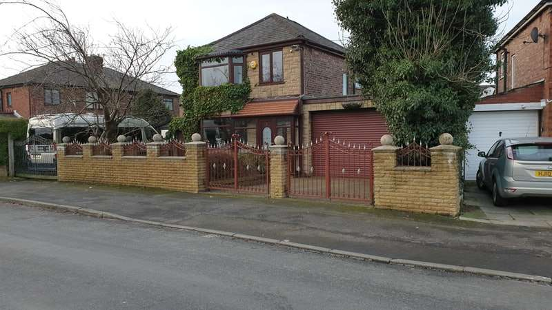 3 Bedrooms Detached House for sale in Welbeck Avenue, Oldham, Greater Manchester, OL9