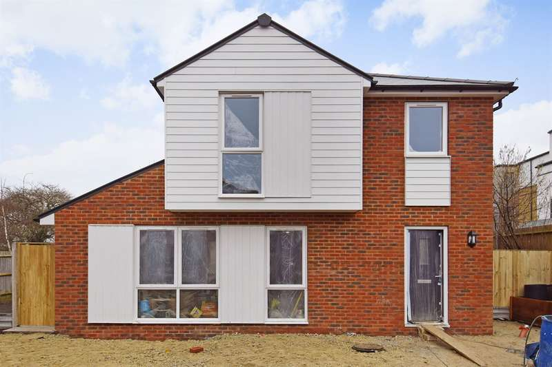 2 Bedrooms Detached House for sale in Nursery Gardens, Whitstable