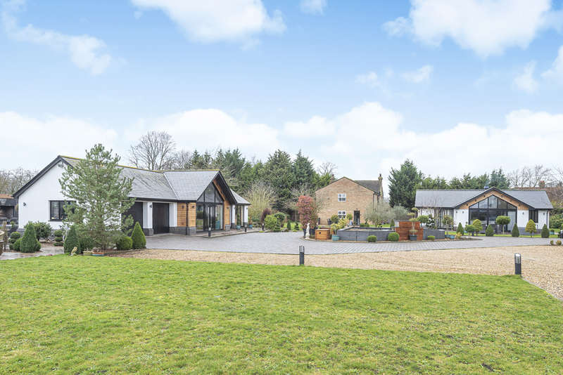 5 Bedrooms Detached House for sale in Brook End, The House, Hatch, SG19