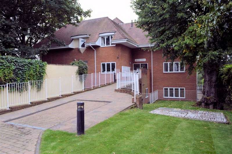 1 Bedroom Flat for sale in Brook Lodge, High Street, Ongar