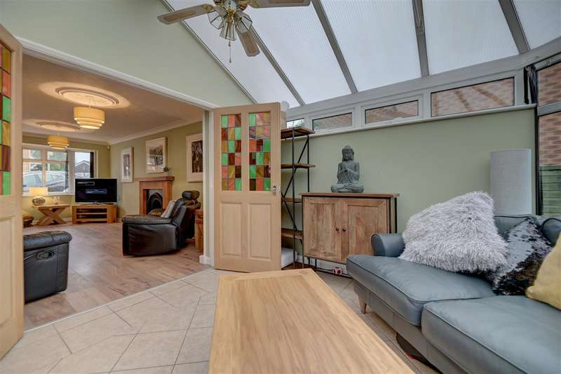 4 Bedrooms Detached House for sale in Frobisher Close, Hinckley