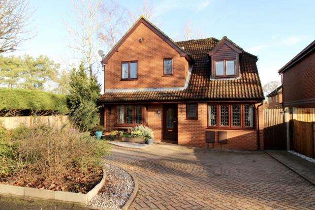 4 Bedrooms Detached House for sale in Fleet, Hampshire, .
