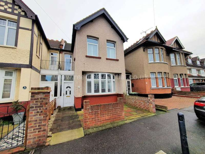 3 Bedrooms Semi Detached House for sale in Glenwood Ave, Westcliff On Sea