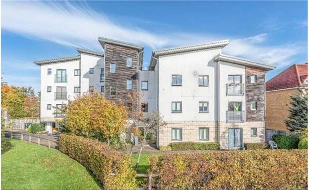 2 Bedrooms Flat for sale in Liberty Court, 141 Great North Way, London
