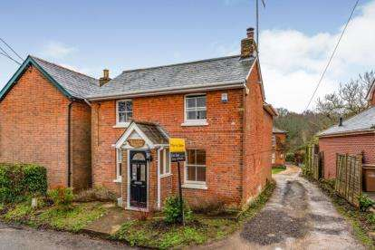 3 Bedrooms Detached House for sale in Awbridge, Romsey, Hampshire