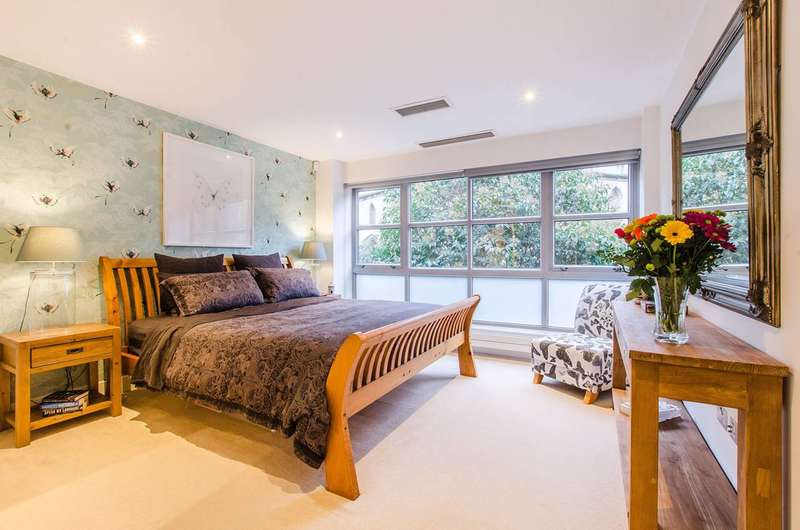 2 Bedrooms Flat for sale in Market Yard Mews, London Bridge, SE1